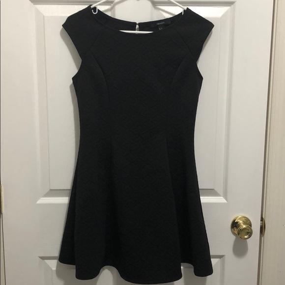 Forever 21 Dresses & Skirts - Forever 21 black cap sleeve dress, size M